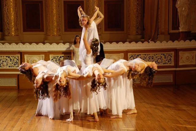 Репетиции танцев в концертном зале St George's Hall (Ливерпуль)