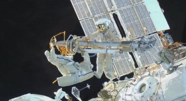 3D-снимки космонавтов в открытом космосе