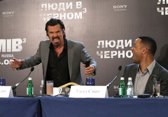 Актеры на пресс-конференции в Москве
