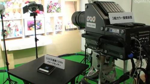 NHK Science и Technology Research Laboratories (STRL) представили плечевой компактный профессиональный камкордер, который позволяет снимать видео с ультра-высоким разрешением - 7680 x 4320 точек или 8K