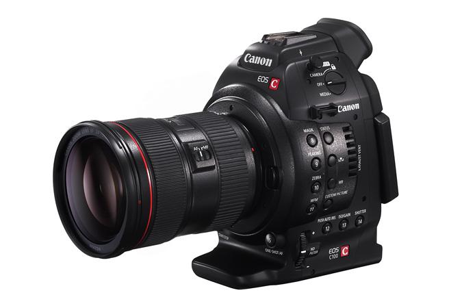 Canon EOS C100 с объективом