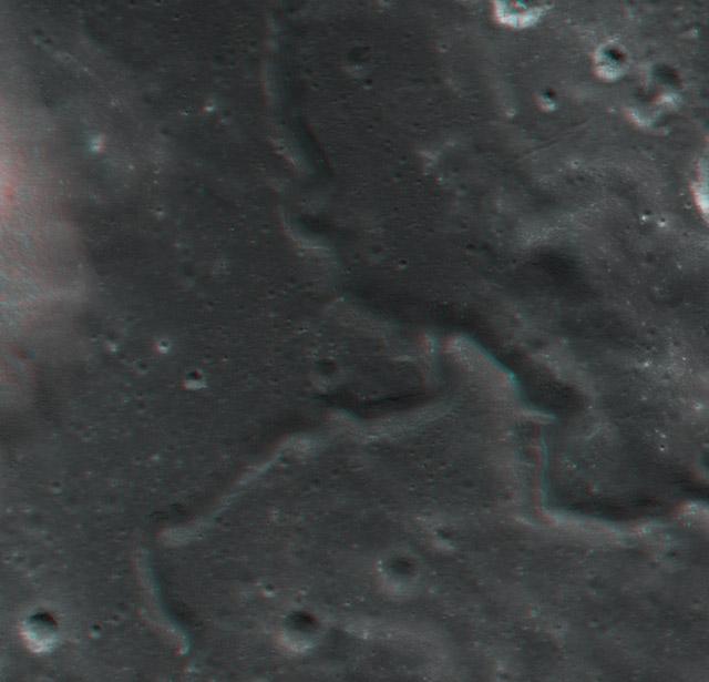 Желоб на поверхности Луны - Alpes Sinuous Rille