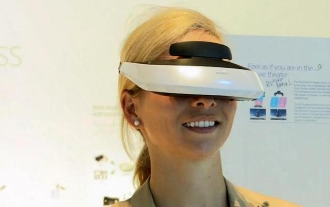 Персональный надеваемый 3D-дисплей HMZ-T2