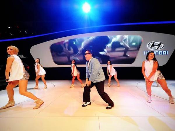«Gangnam Style» от PSY на YouTube 3D