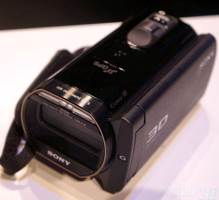 CES 2013: живые фото нового 3D-камкордера Sony HDR-TD30V