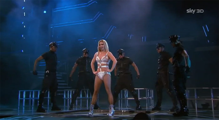 YouTube стерео 3D-концерт Бритни Спирс «Femme Fatale»
