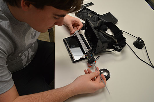 Палмер работает над прототипом Oculus Rift