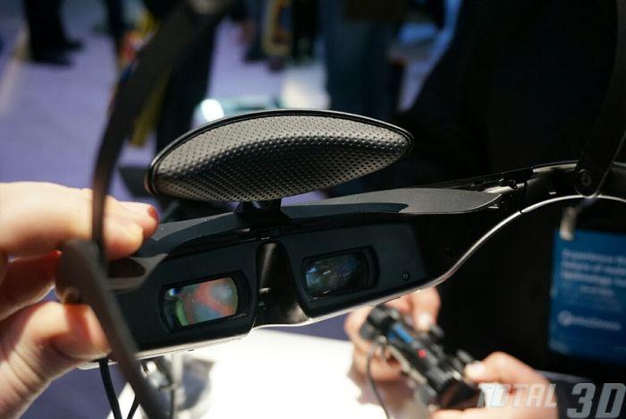 CES 2014: живые фото наголовного дисплея Sony HMZ-T3W