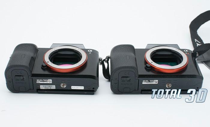 Sony A7 и Sony A7R, вид спереди снизу