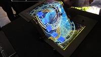 Сенсорная сгибаемая втрое OLED-панель с разрешением Full HD