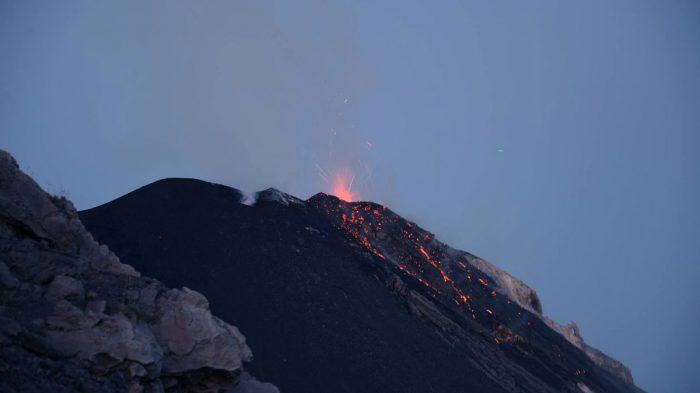 Извержение вулкана на YouTube 3D