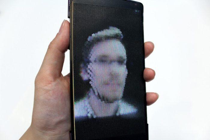 HoloFlex: гибкий смартфон с голографическим стерео 3D без очков