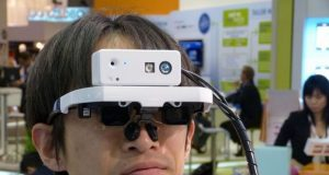 Очки-дисплеи дополненной реальности Laser Head Set от Fujitsu и QD Laser и Viking и BrilliantService Co на Mobile World Congress