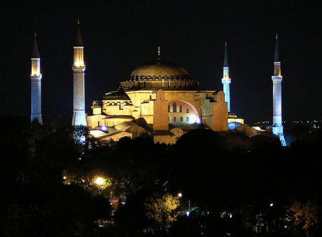 Виртуальное путешествие по Стамбулу в YouTube 3D-слайд-шоу
